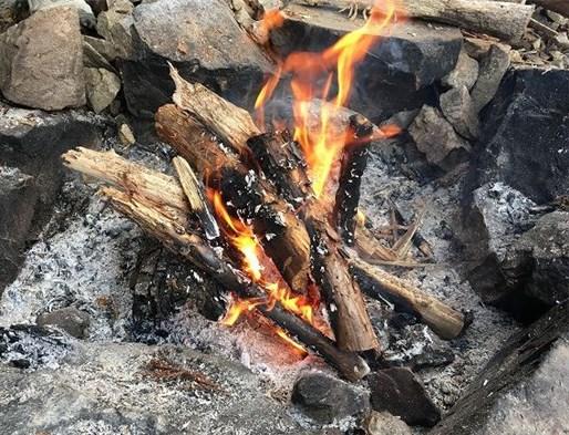 焚き火を楽しむ
